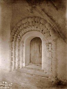 Вид северной двери церкви Сретения в Борисоглебском монастыре. Ярославская губ., близ Ростова