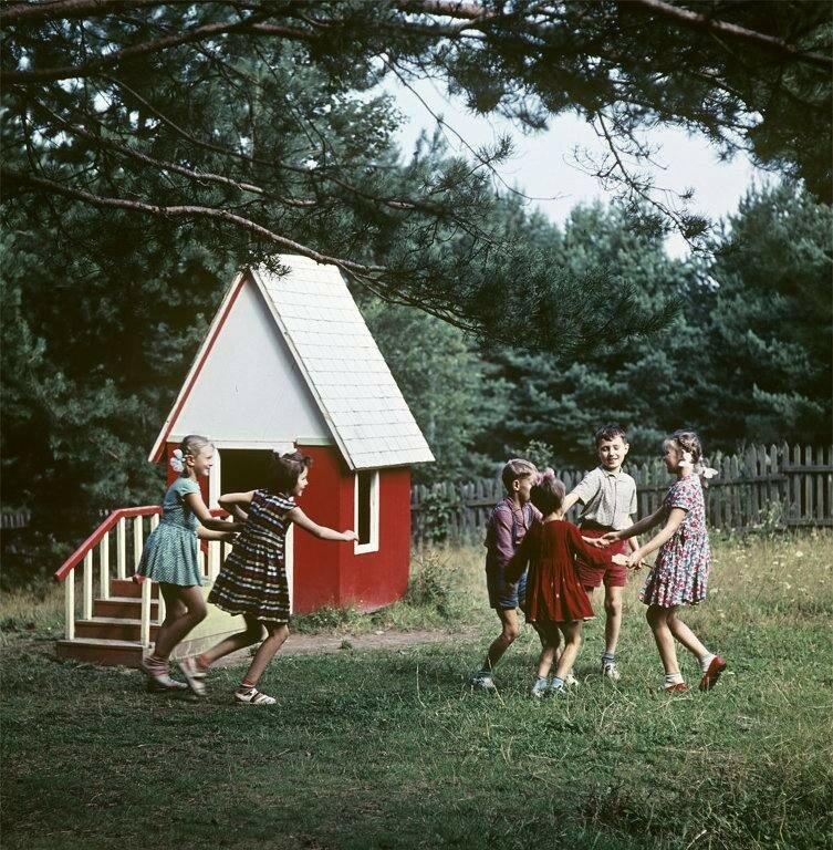 Летняя дача московского детского сада N367 под Звенигородом. РИА Новости, 1965