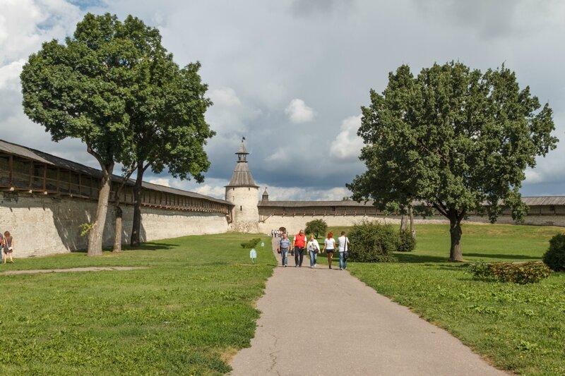 Вид в сторону башни Кутекрома, Псковский Кром