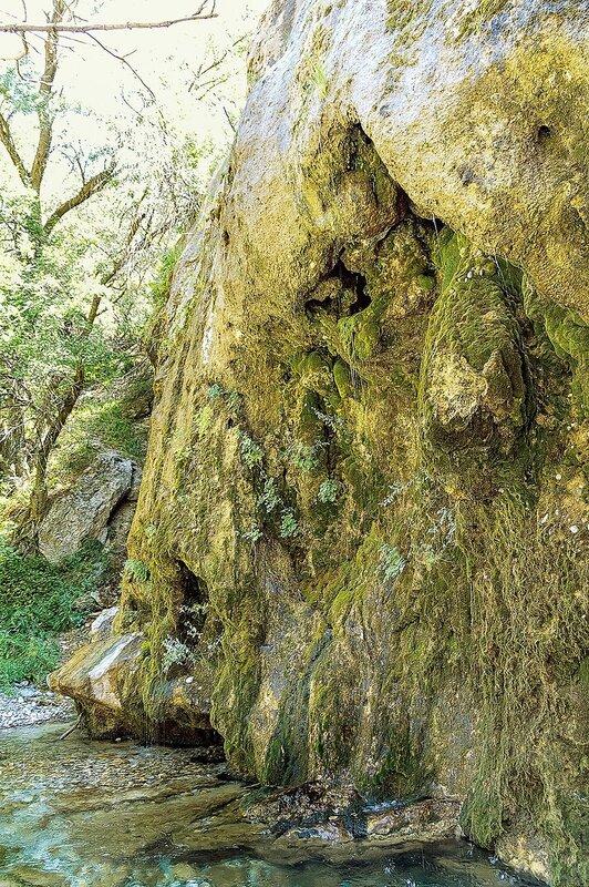 Плачущая скала Жылаганаты