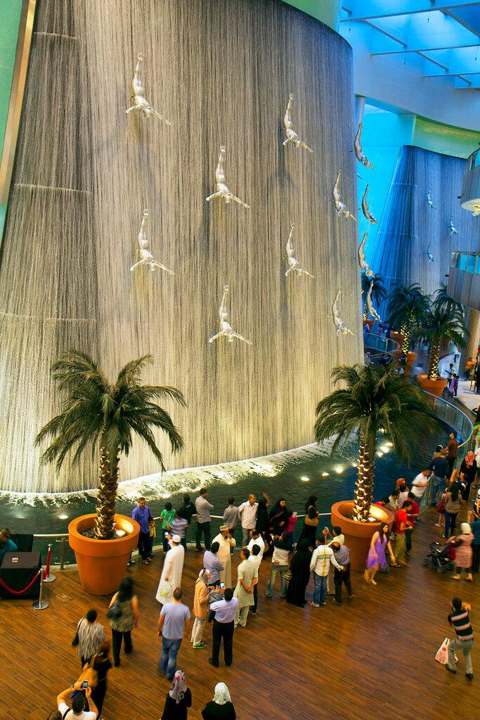 UAE  Cachoeira no shopping do Dubai Mall.