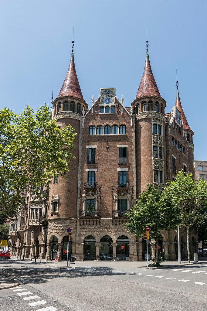 Испания. Барселона. Проспект Диагональ. Casa de les Punxes (Josep Puig i Cadafalch). Фасад