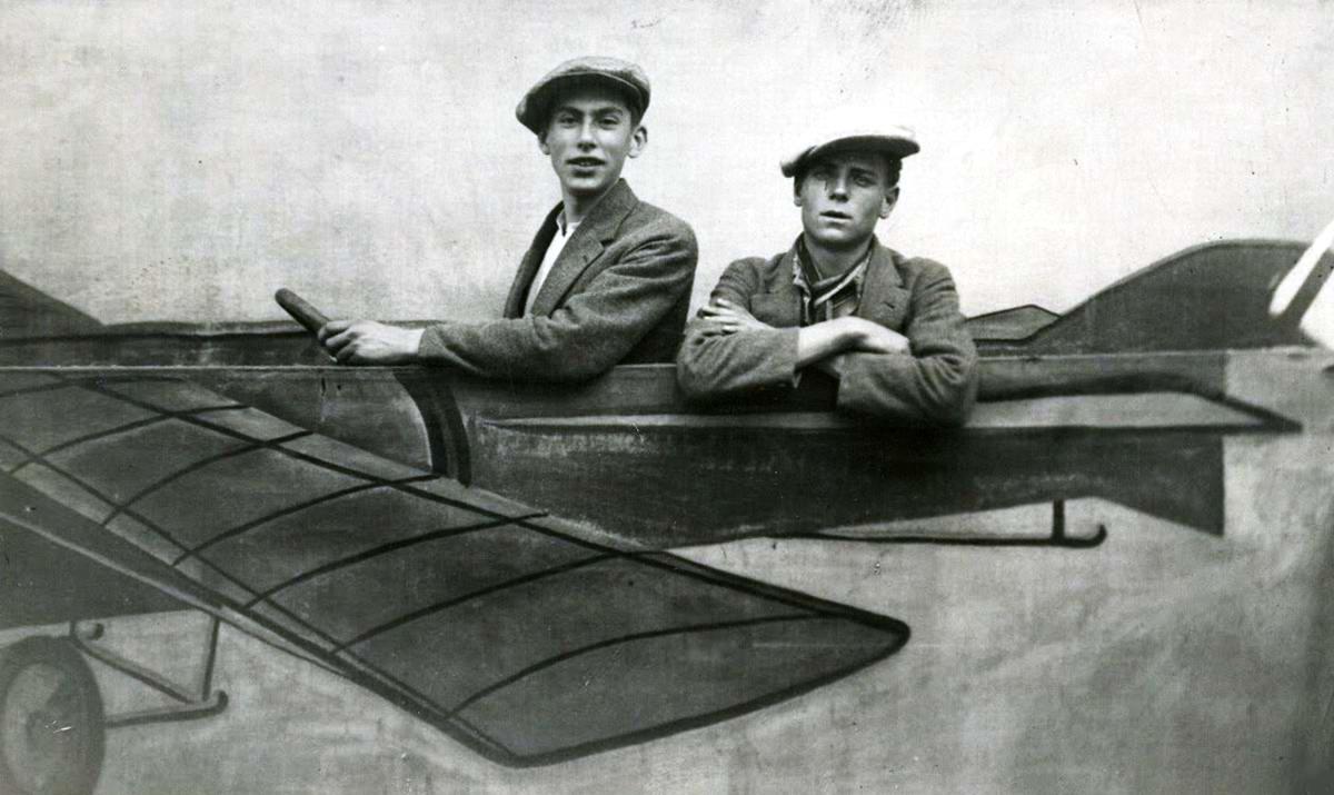 Художественные фоны для фотографий авиационной и воздухоплавательной тематики (25)