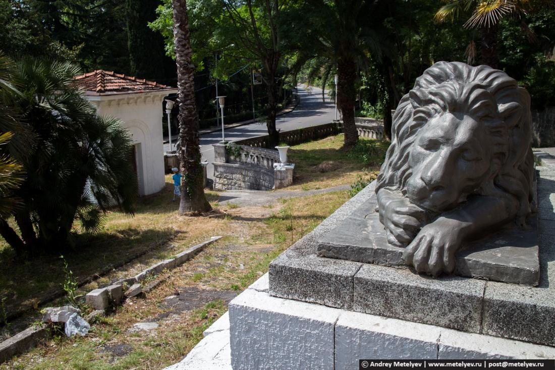 Спящий лев монумент, Гагры, Абхазия