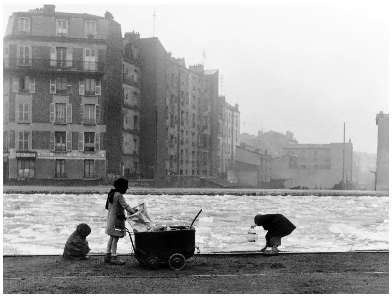 1944. Собирают уголь