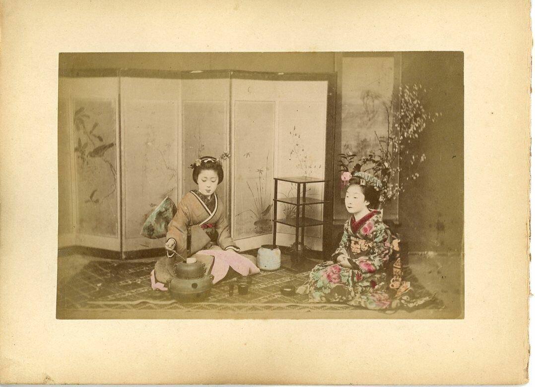 Женщины в традиционной одежде