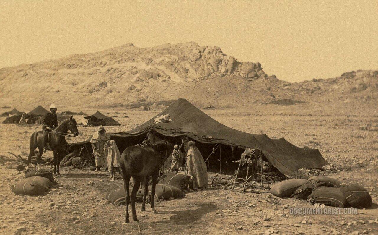 1880. Группа кочевников с палатками и всадником на лошади