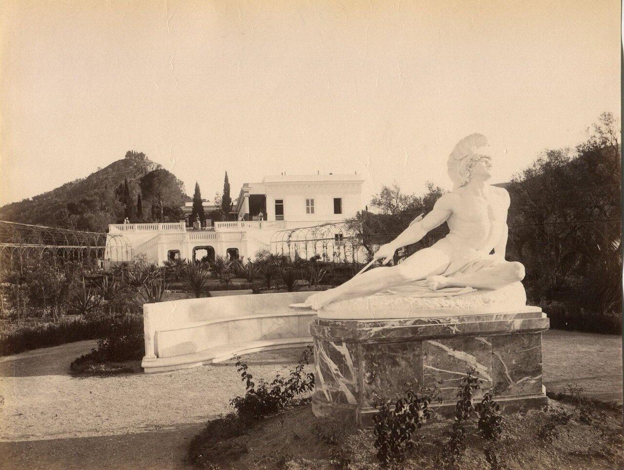 23. Статуя «Умирающий Ахилл» в садах Ахиллиона