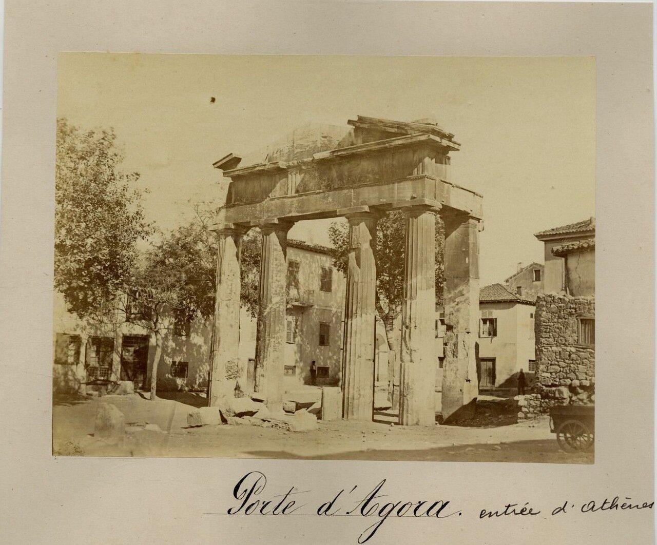 Ворота Афины Архегетис в западной части Римской Агоры.