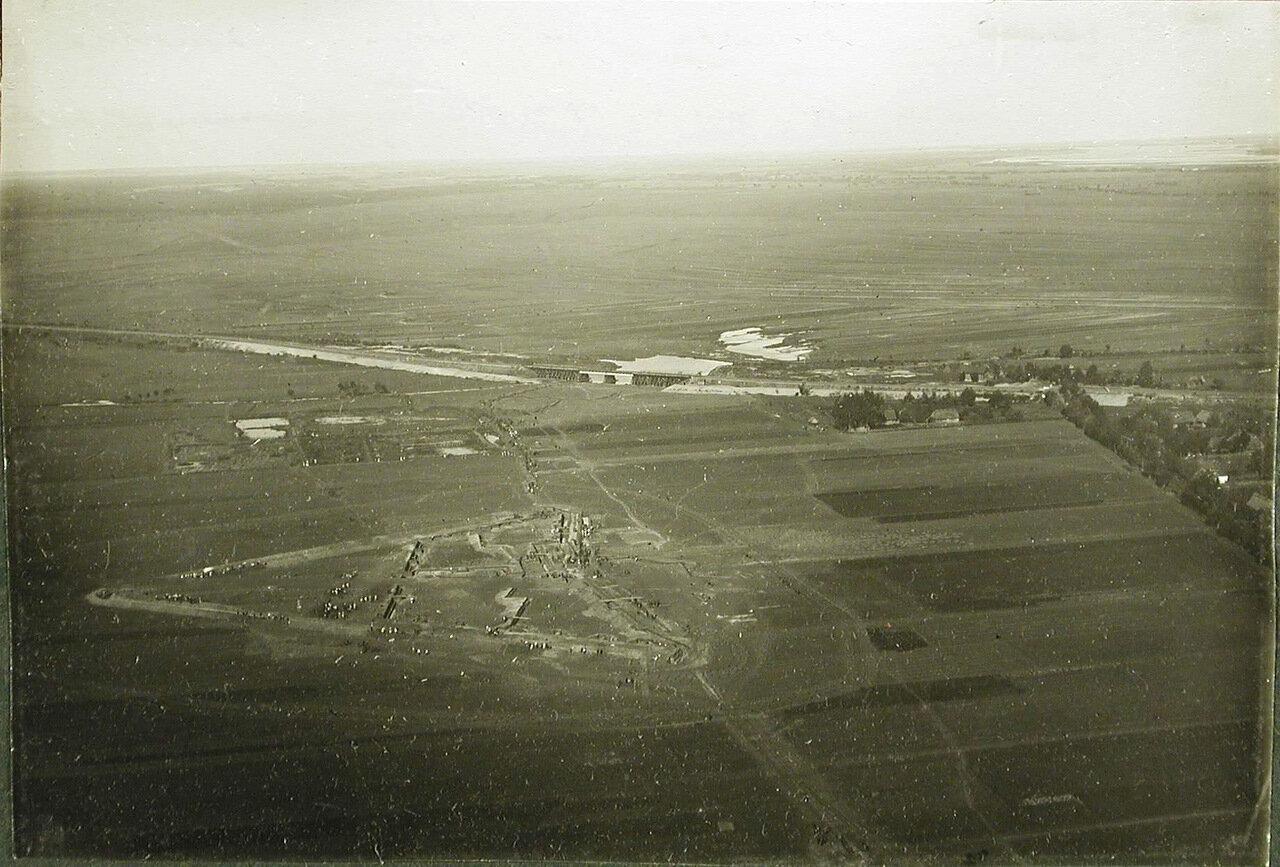 10. Общий вид временного форта (в период постройки) у железной дороги на Радом на передовых позициях перед крепостью