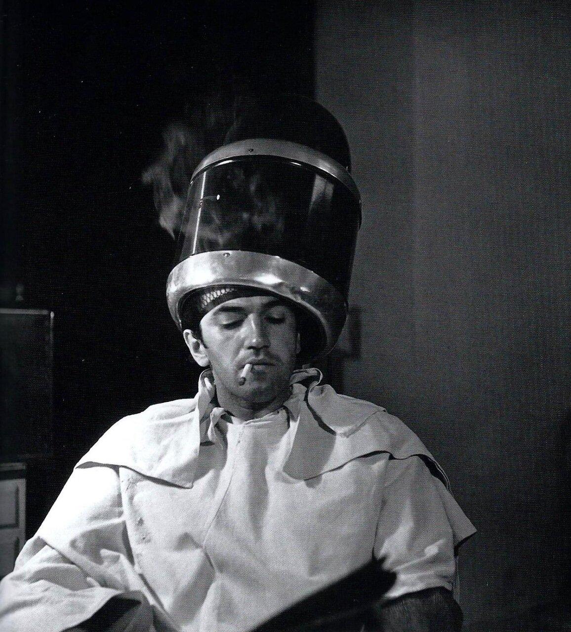 1945. В парикмахерской