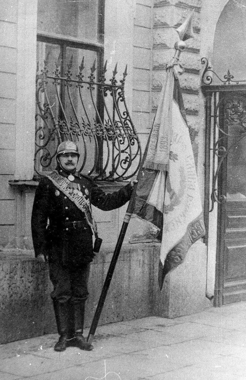 01. Знамя пожарного общества. 1914
