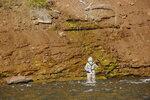 Рыбак на речке