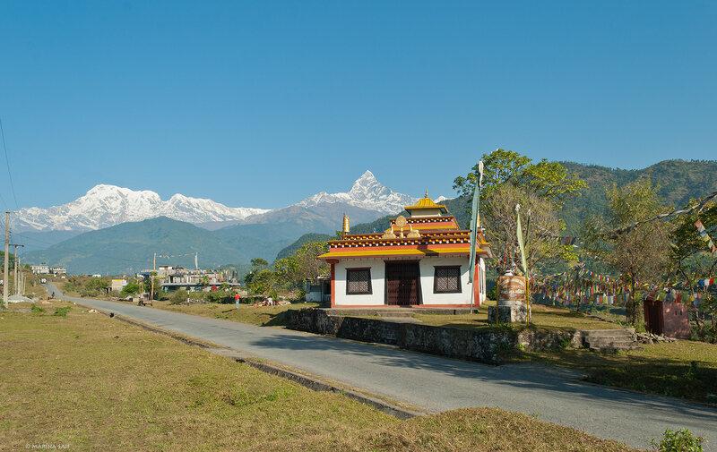 Буддийский храм у дороги