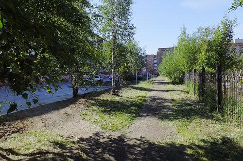 Фото города Инта №7052  Куратова 46, 50, 52 и забор Воркутинской 9 13.08.2014_11:34
