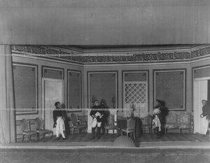 """Во дворце у Наполеона - сцена из спектакля """"Картины 1812 года""""."""