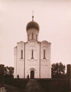 Вид северного фасада храма Покрова на Нерли (постройка середины XII в.). Владимир-на-Клязьме г.