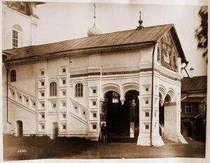 Вид на крыльцо и вход в собор Толгского монастыря. Ярославль г., близ Ярославля
