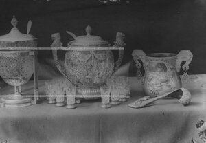Хрустальные чаши с кубками  и чаша для пунша - подарки  к 100-летнему юбилею  конвоя.