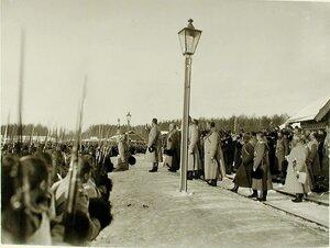 Император Николай II с иконой в руках благословляет полки и напутствует их в поход