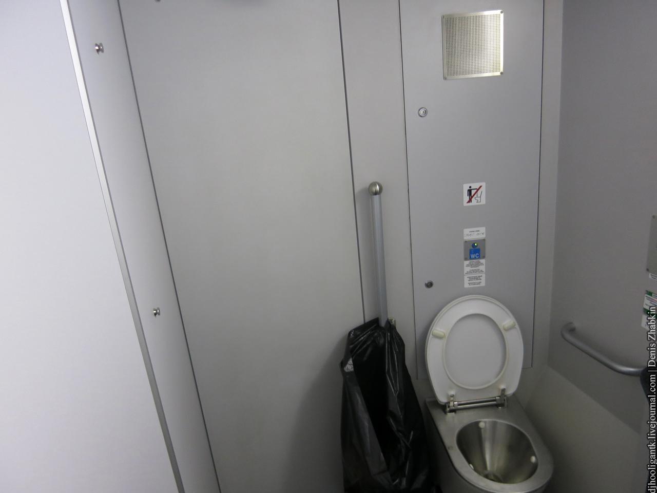 Фото застали в туалете 19 фотография