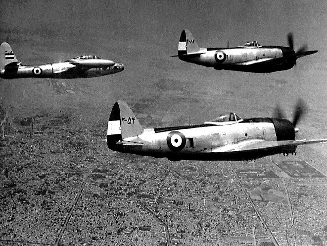 F-84_Thunderjet_and_two_P-47_Thunderbolts_formation_comparison_flight.jpg