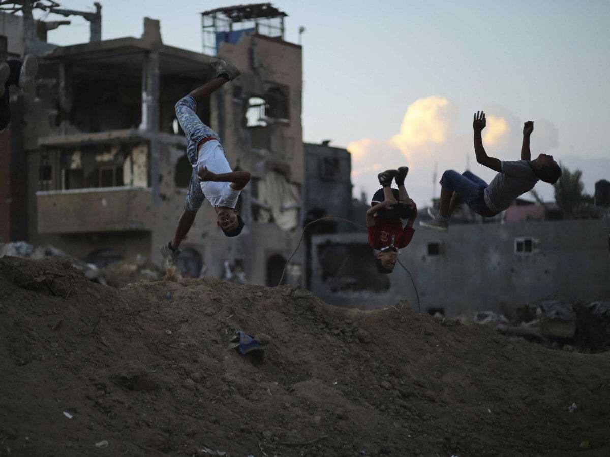 Настоящие сорвиголовы из Газы: паркур посреди городских развалин (1)