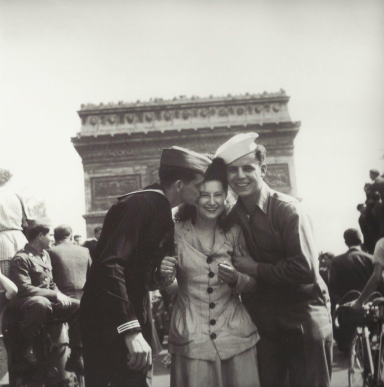 1944. В освобожденном Париже