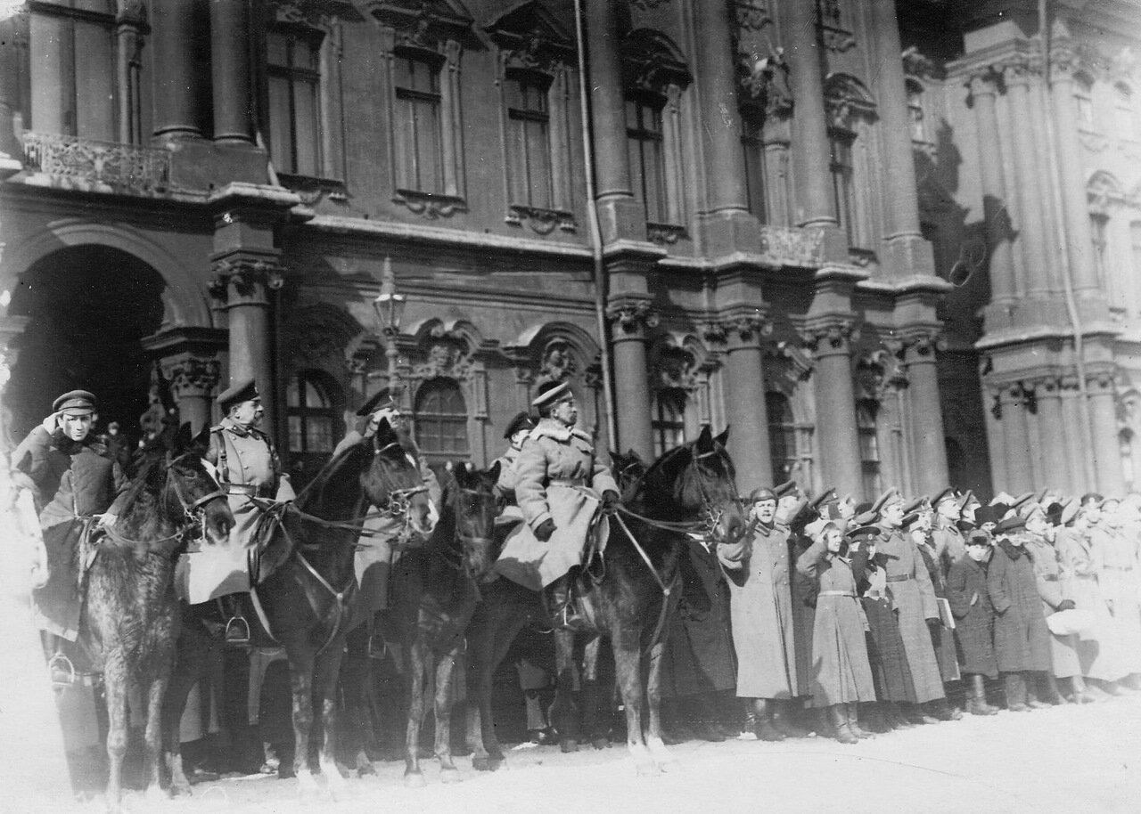 07. Генерал Л.Г.Корнилов принимает парад курсантов