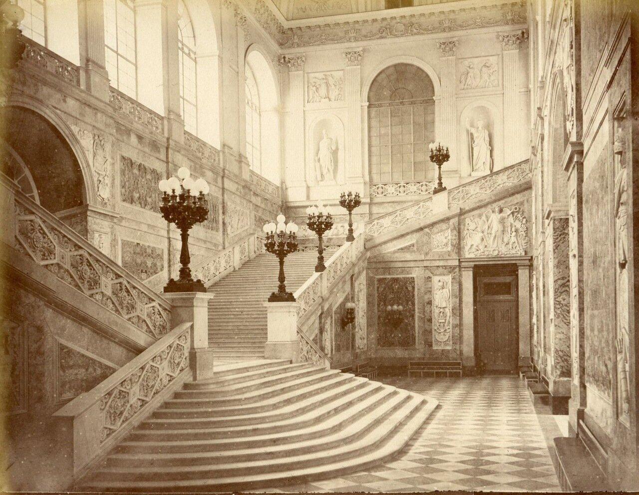 Королевский дворец. Лестница