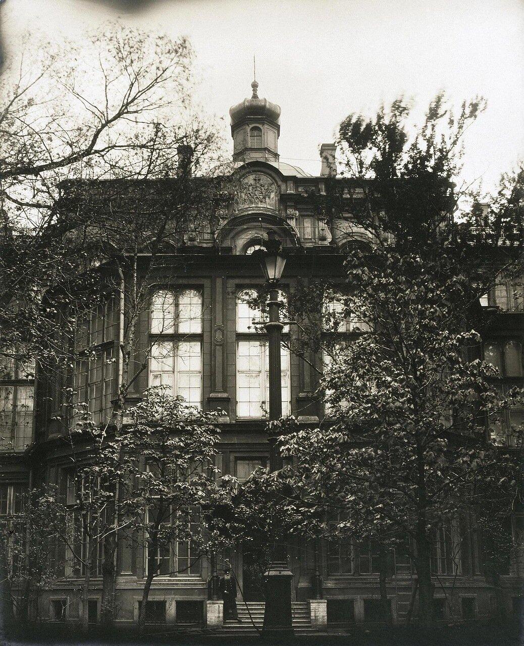 Фасад Ново-Михайловского дворца со стороны внутреннего двора. 1909