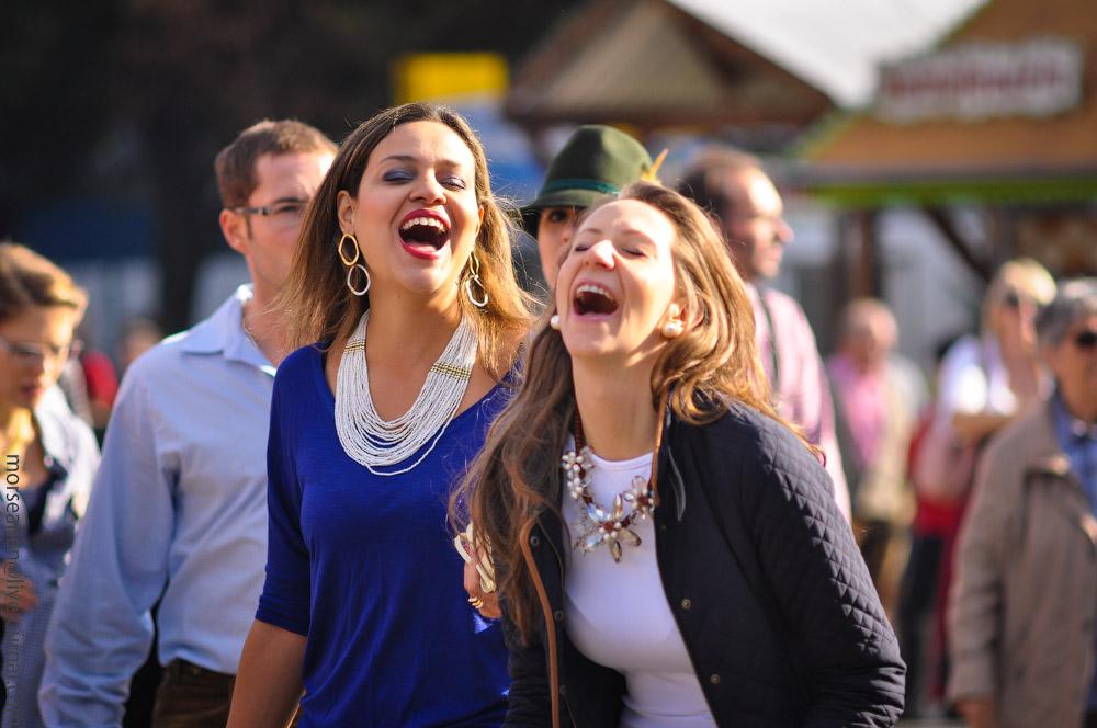 Женские выпуклости и впадины на Октоберфесте girls-Oktoberfest-(39).jpg