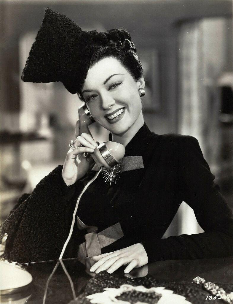 Audrey Totter 1945.jpg
