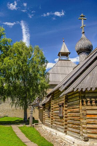 Деревянная церковь Дмитрия Солунского (1731) в Староладожской крепости