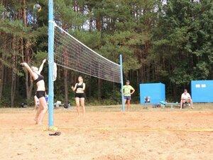 Районный турнир по пляжному волейболу. П. Дубровка, 10 августа 2014 года. На площадке Саша и Кристина.
