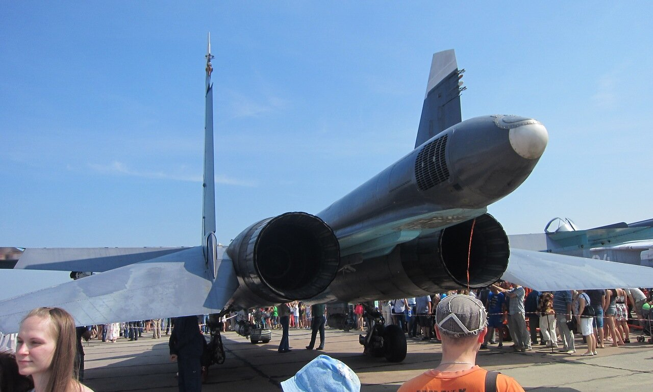 Су-34: вид со стороны двигателей (15.08.2014)