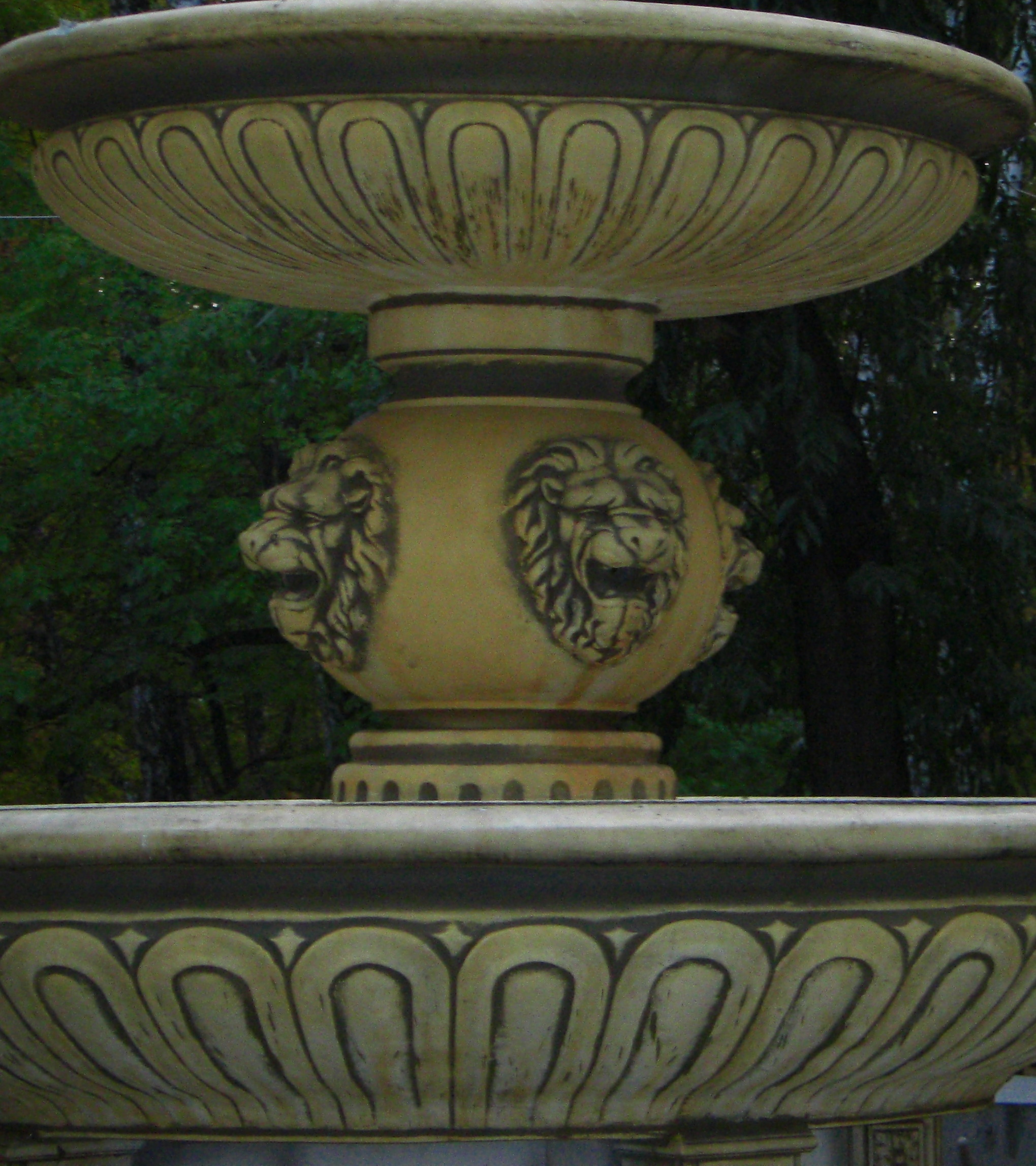 Эффектный декор фонтана (18.10.2014)