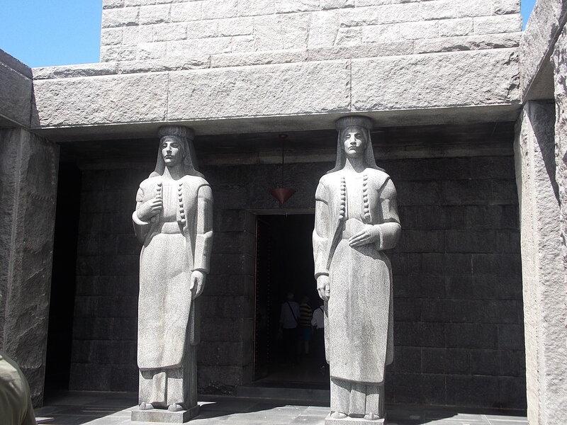 Вход в мавзолей Негоша.