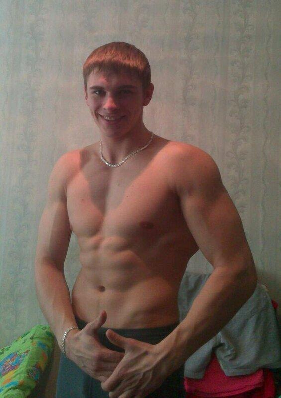 мускулистый парень