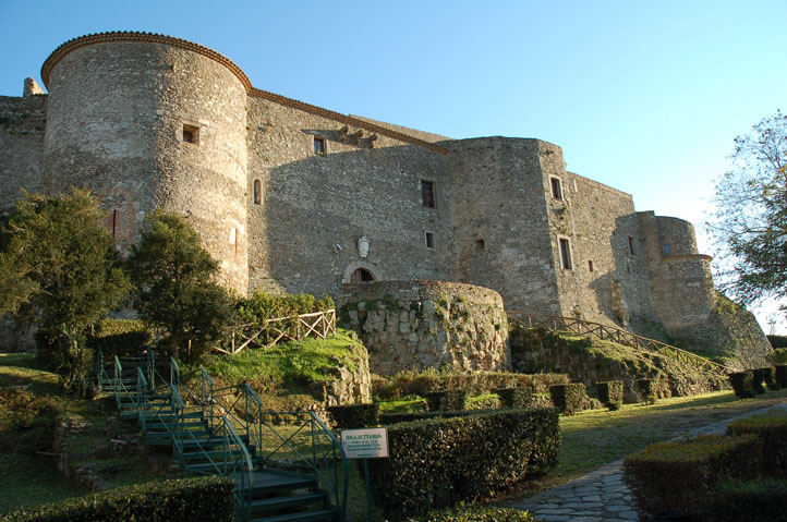 Вибо Валентия Норманно-швабский замок