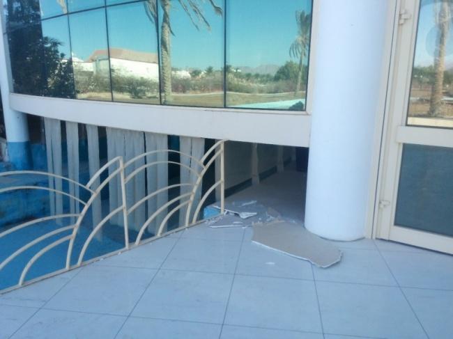 Кто-то проделал тайный лаз вглавное здание.