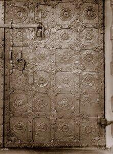 Вид детали двери Спасского собора. Тверь г.