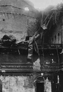 Верхняя, выгоревшая часть помещения театра.