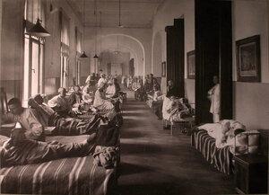 Раненые в палате лазарета при городской Гееровской богадельне.