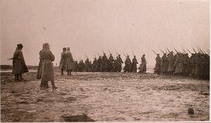 Парад Георгиевских кавалеров во время праздника на перевязочно-питательном пункте №18, организованном отрядом Красного Креста В.М.Пуришкевича.