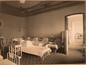 Вид части палаты № 3 в помещении госпиталя.