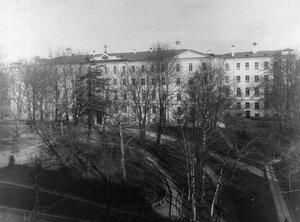 Общий вид и фасад здания Лицея.