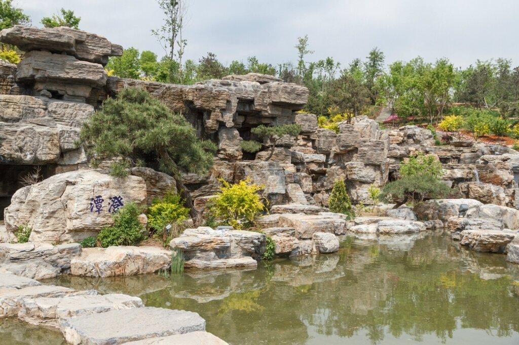 Рукотворная скала, Прекрасная долина, парк-выставка садов