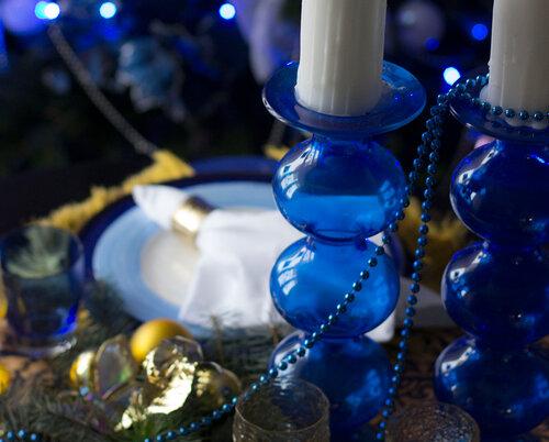 синий декор новогоднего стола