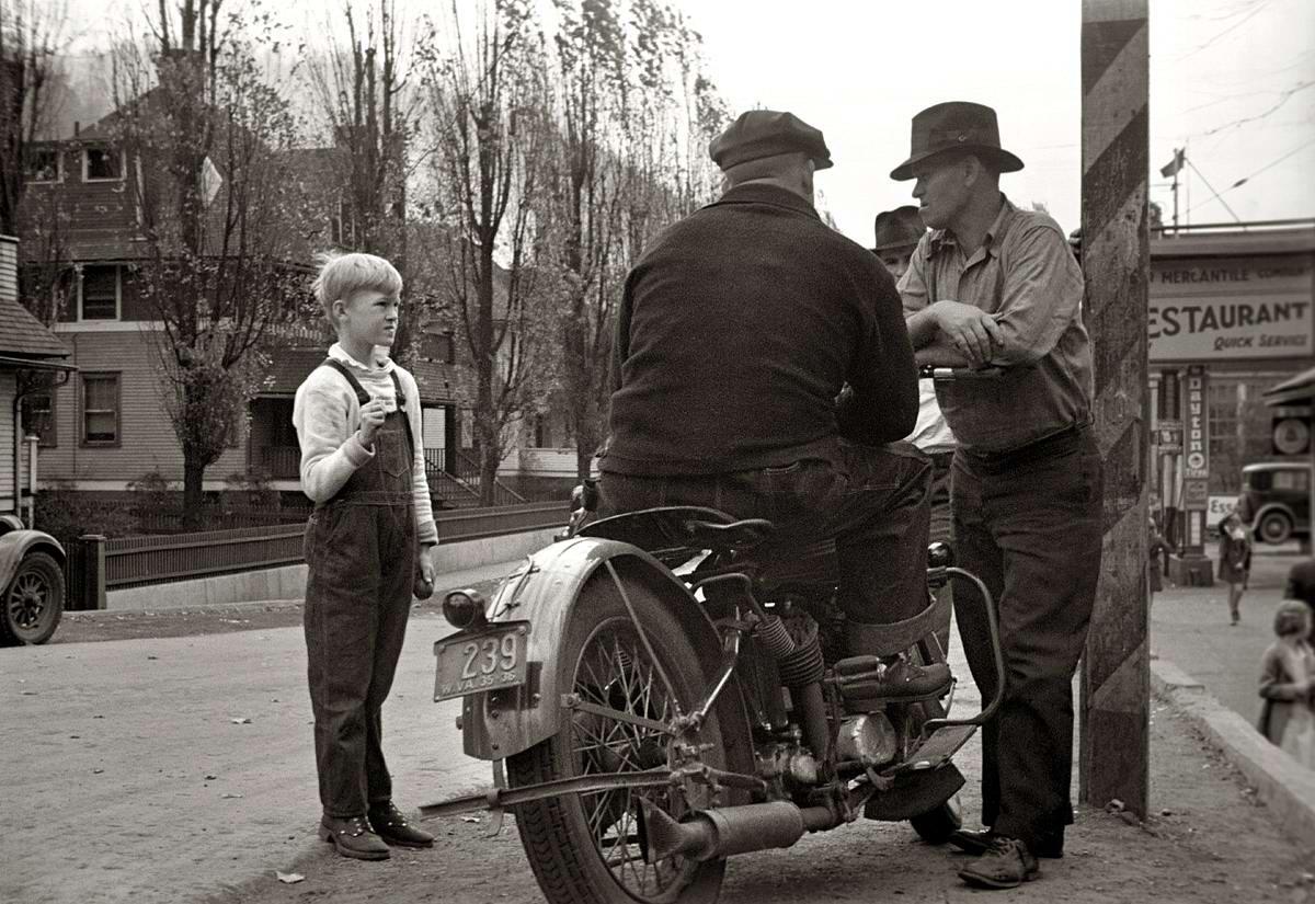 Будущий мотоциклист (Западная Вирджиния, 1935 год)